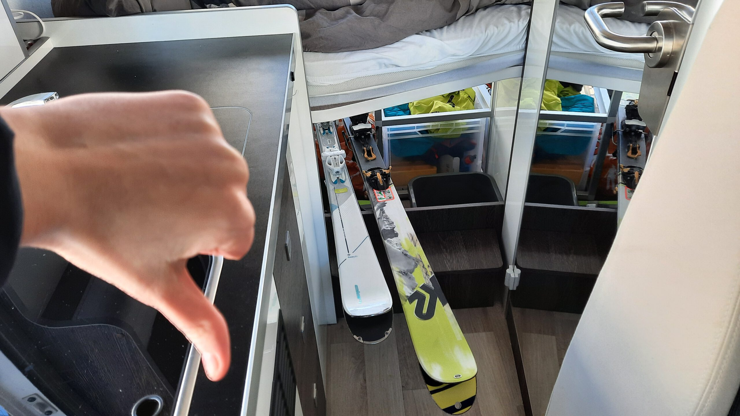 Ski im Innenraum